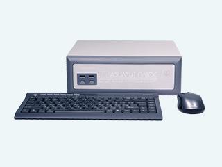 Мощный компьютер, полностью оптимизированный для использования с кольпоскопами и позволяющий проводить фиксацию и последующую обработку фото и видеоданных в высоком разрешении. В комплект включены клавиатура, мышь и специализированное программное обеспечение для кольпоскопии на русском языке. Применяется в кольпоскопии и эндоскопии для получения изображения рабочего поля кольпоскопа или эндоскопа в электронном виде, а также для сохранения и обработки полученных фото и видео-материалов.